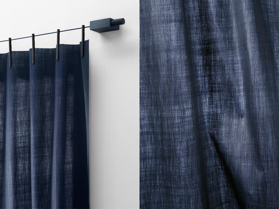 Ready Made Curtains (Non-Woven) von Kvadrat in dunkel blau (Farbe 720) Artikelbild